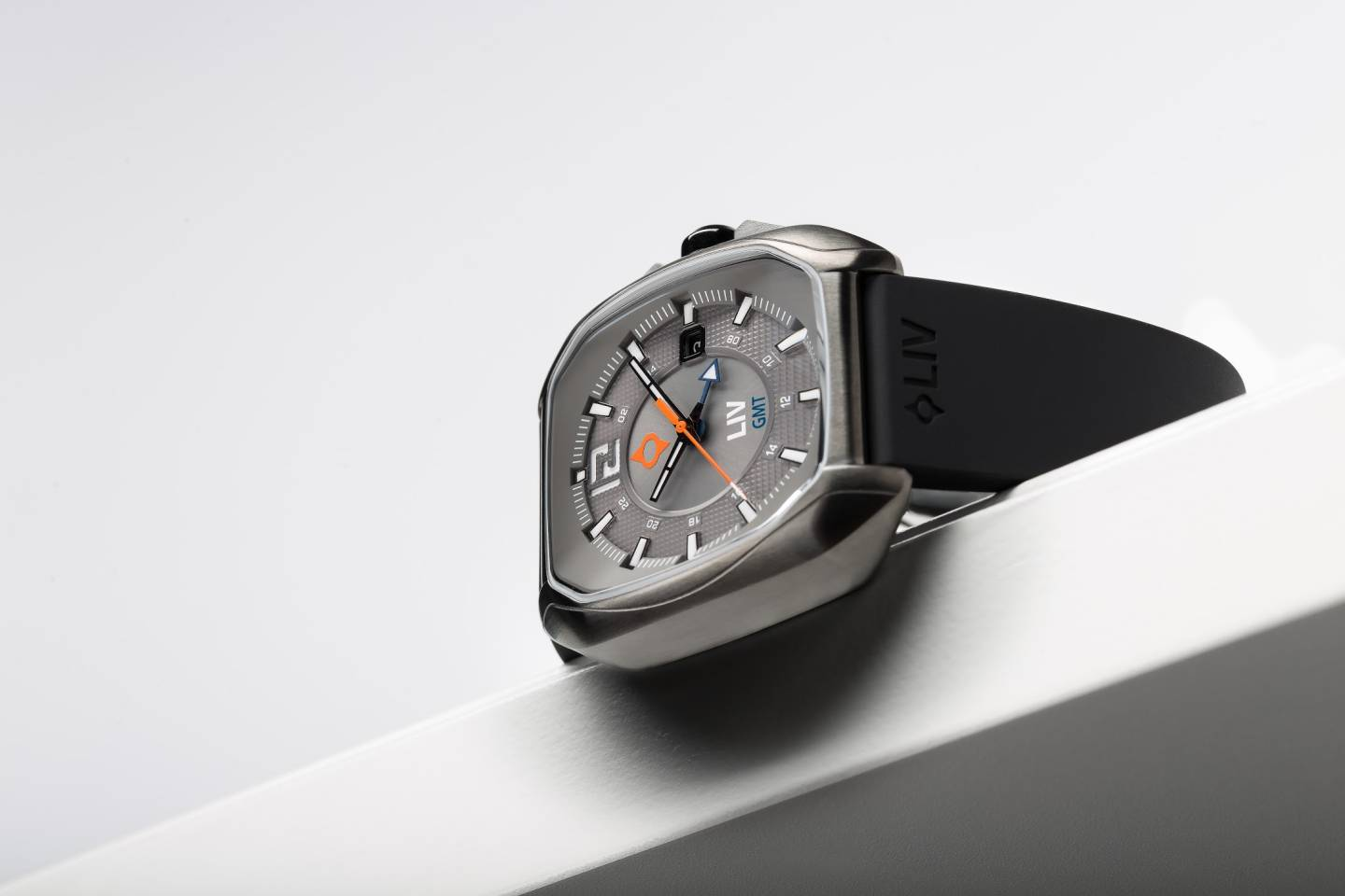 Rebel GMT de LIV Watches
